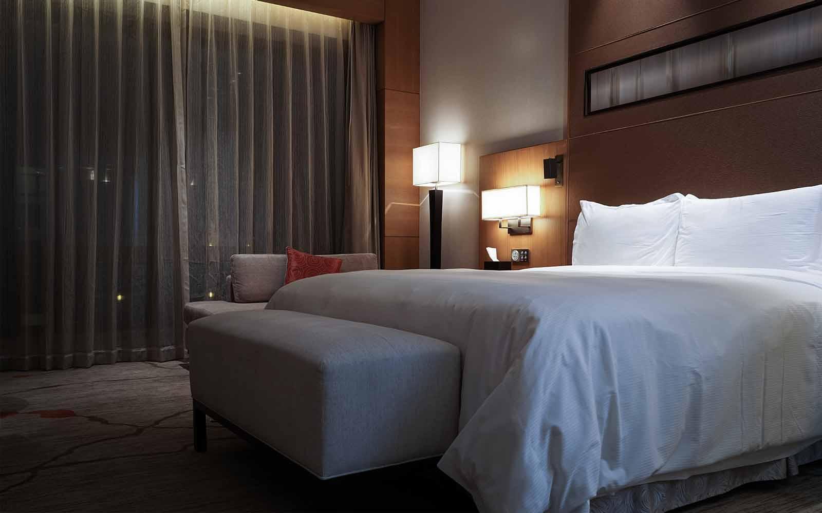 CORTINAS OPACAS PARA HOTELES: TIPOS DE TEJIDO