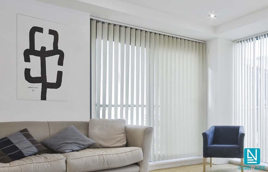 Cortinas verticales screen para salón. Una solución decorativa perfecta