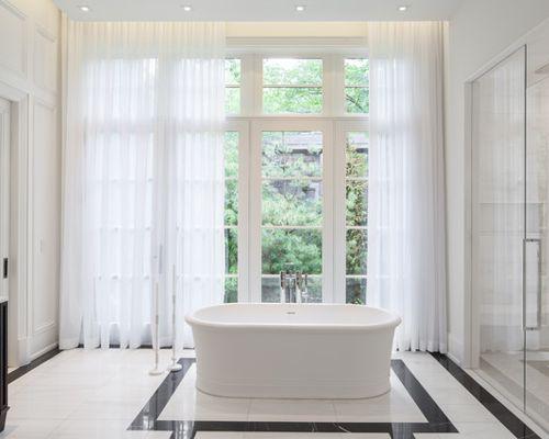 Tipos de cortinas más comunes para cuartos de baño